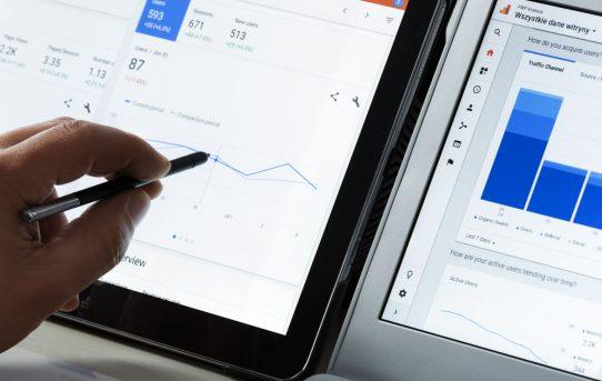 Google Ads permite generar informes en todas las cuentas en el editor de informes